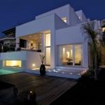 casa-geniol-104-exterior-nocturna-fachada