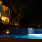cubo-del-mar-304-piscina-nocturna